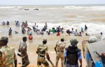Indian riot cops drive nuclear protesters into the sea